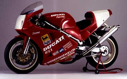 Our Third 888 Corsa here is in fact a late 926 Corsa , BSB bike new ex  Moto-Cinelli 1993 .